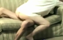 Wife cums while riding hubby on the couch